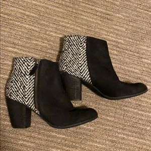 Gently used black and white booties with zipper